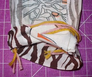 Gift bag diy tuck yarn 1
