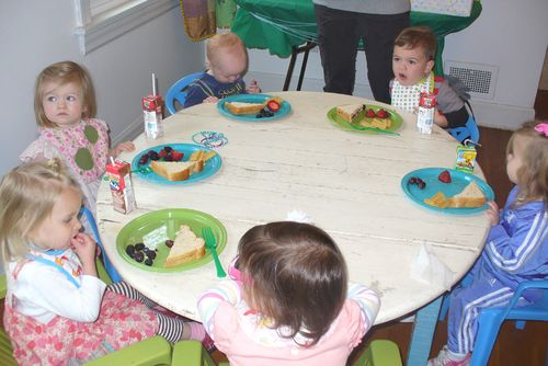 Birthday kids eating