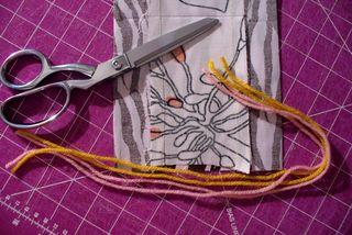 Gift bag diy cut yarn