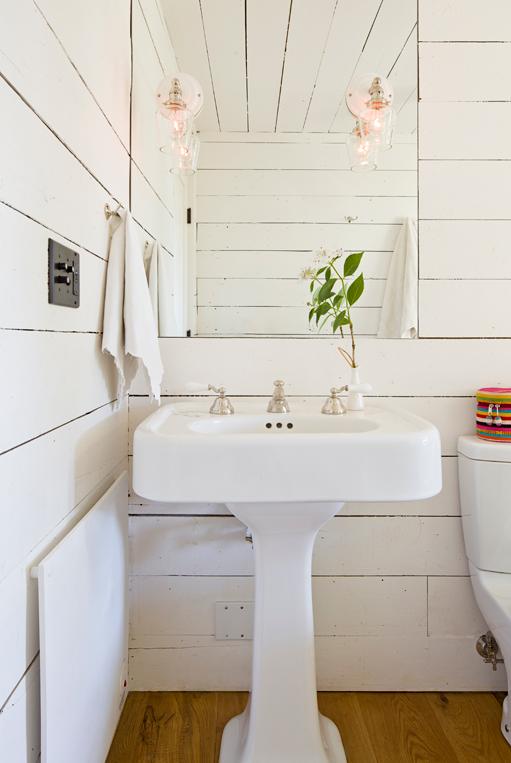 Bathroom white board pedestal sink
